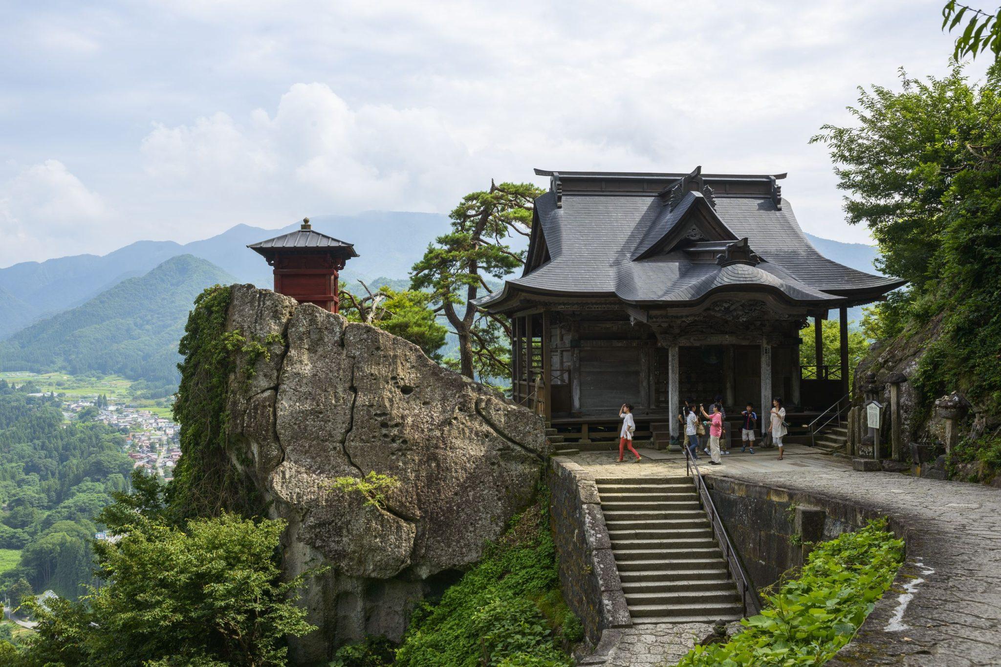 山寺宝珠山ライトアップ・光のロード