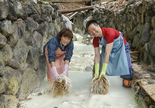 【体験】日本初! 秘境湯の花畑で湯花採取体験