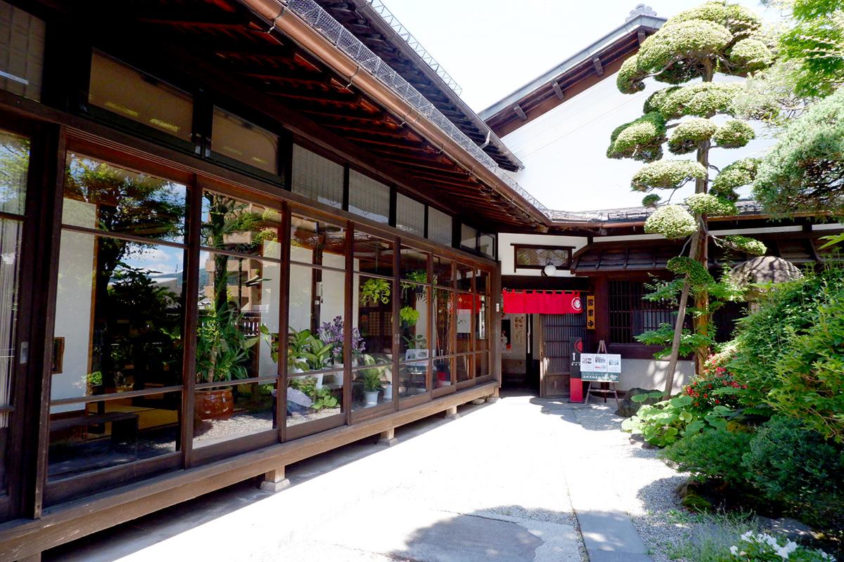 そば処・郷土料理「紅山水」
