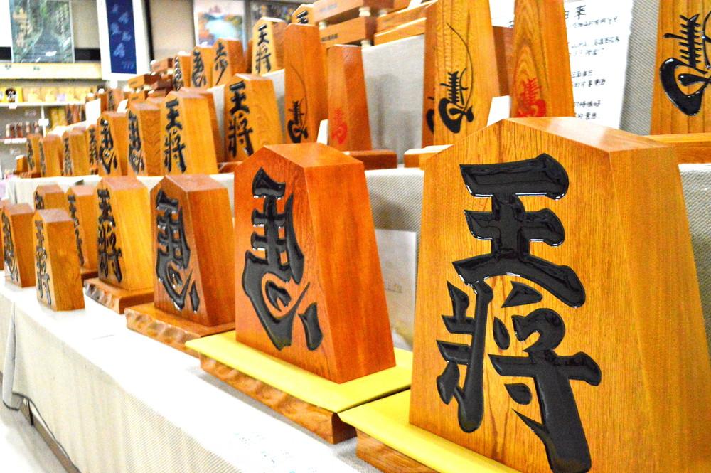 【体験記事】将棋のまち山形県天童市で伝統の書き駒と彫駒体験|世界に1つだけの思い出作りはいかがですか?