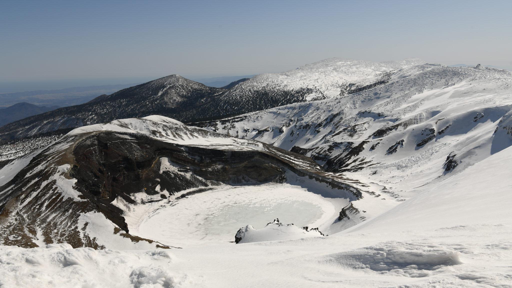 【予約はこちら】蔵王連峰の主峰・熊野岳 & 冬のお釜へ☆山岳インストラクターがご案内♪ スノートレッキング