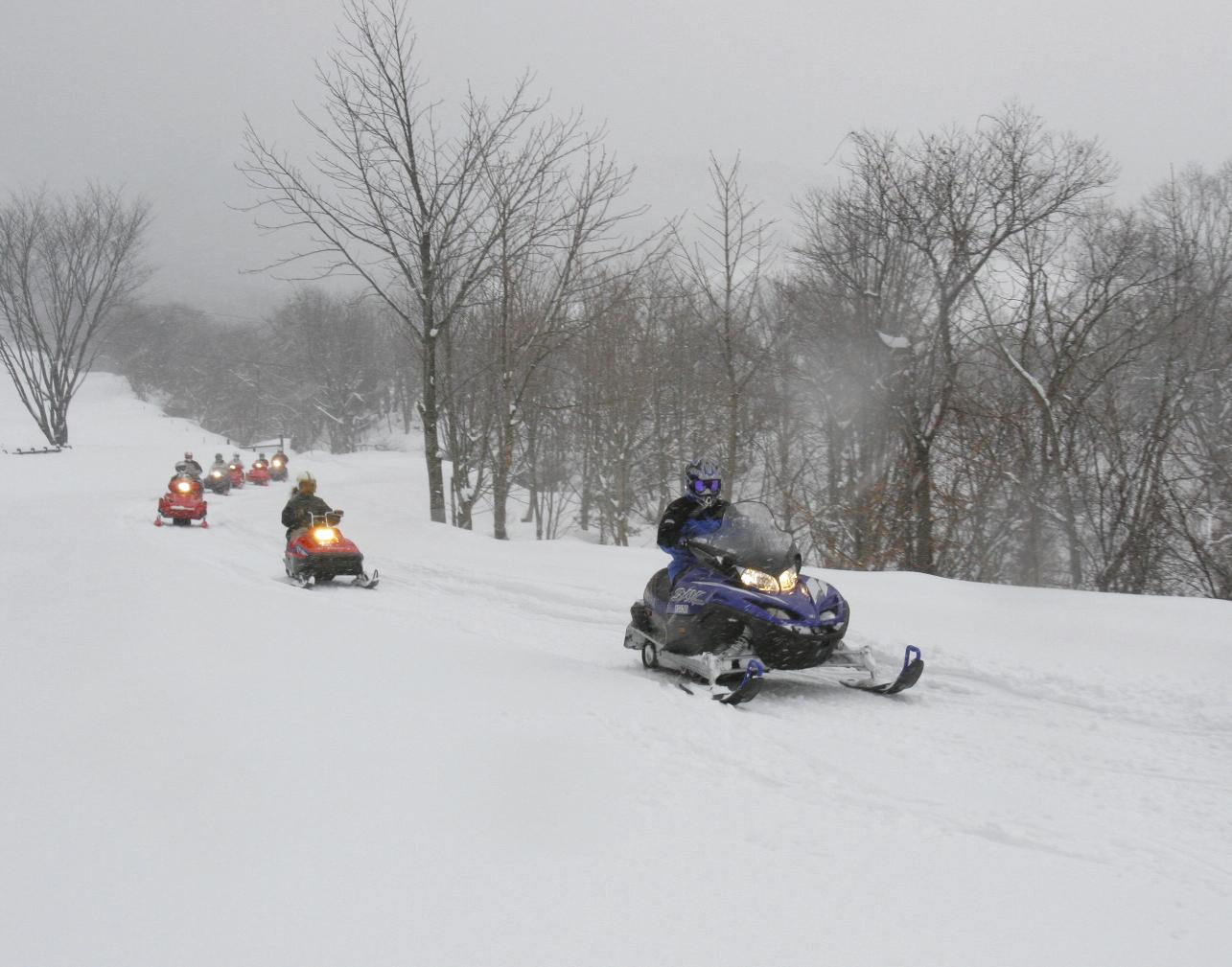 今しかできない体験!スノーモービルで西蔵王の雪原を駆けめぐってみませんか