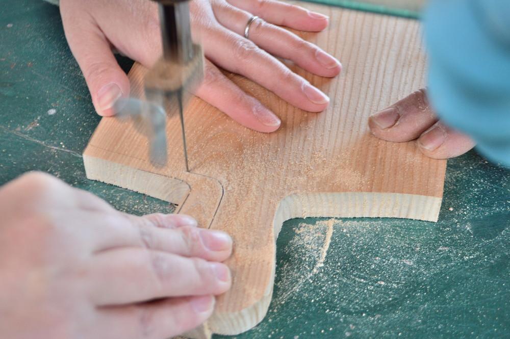 山形県産・優しい色合いの木材をつかって、テーブルに彩を添えるカッティングボードづくり体験