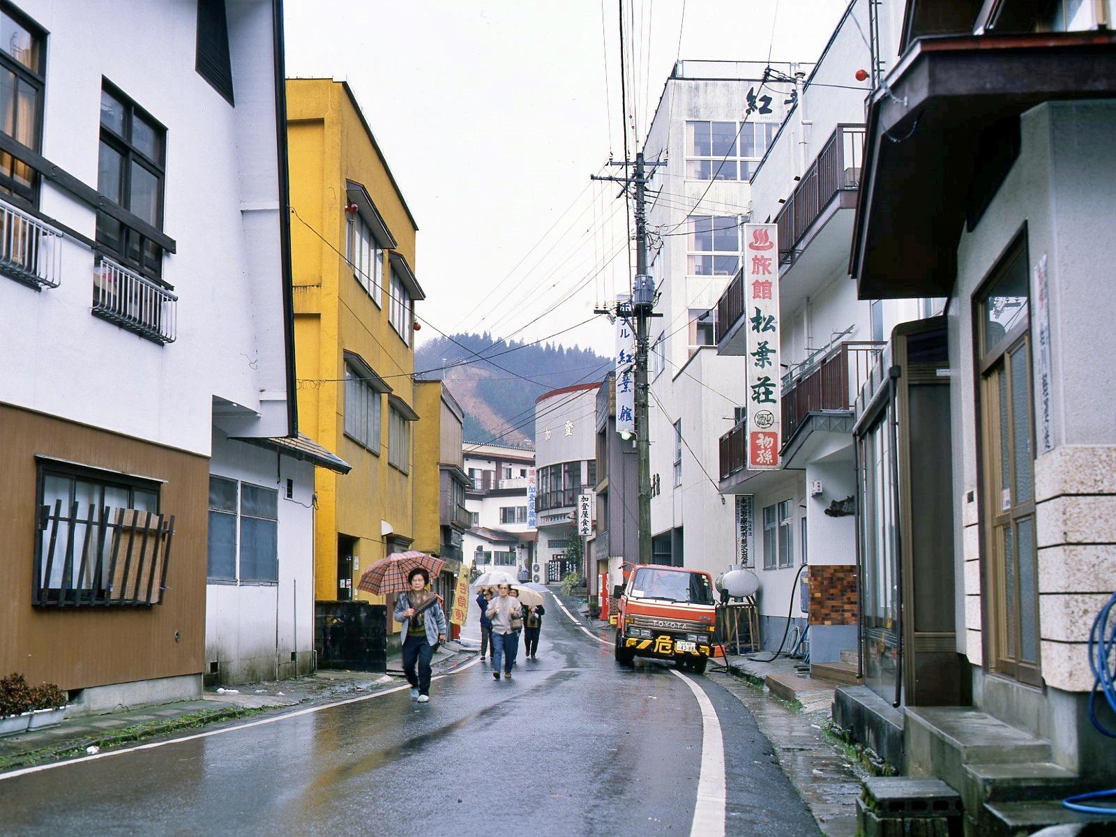 羽根沢温泉駐車場