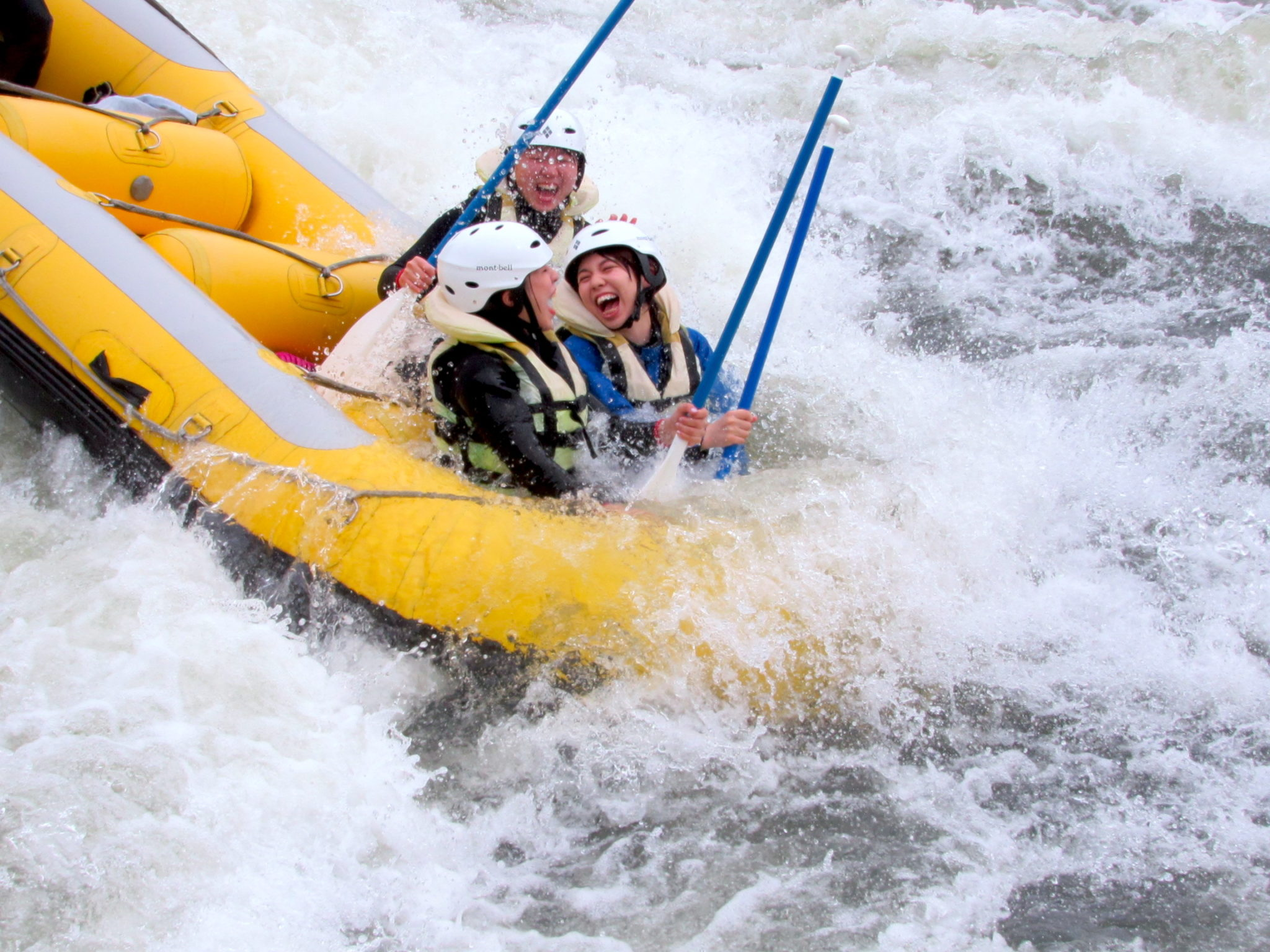 山形・最上川をラフティングで爽快に漕ぎ下るリフレッシュ体験!写真・温泉入浴券付き半日ツアー